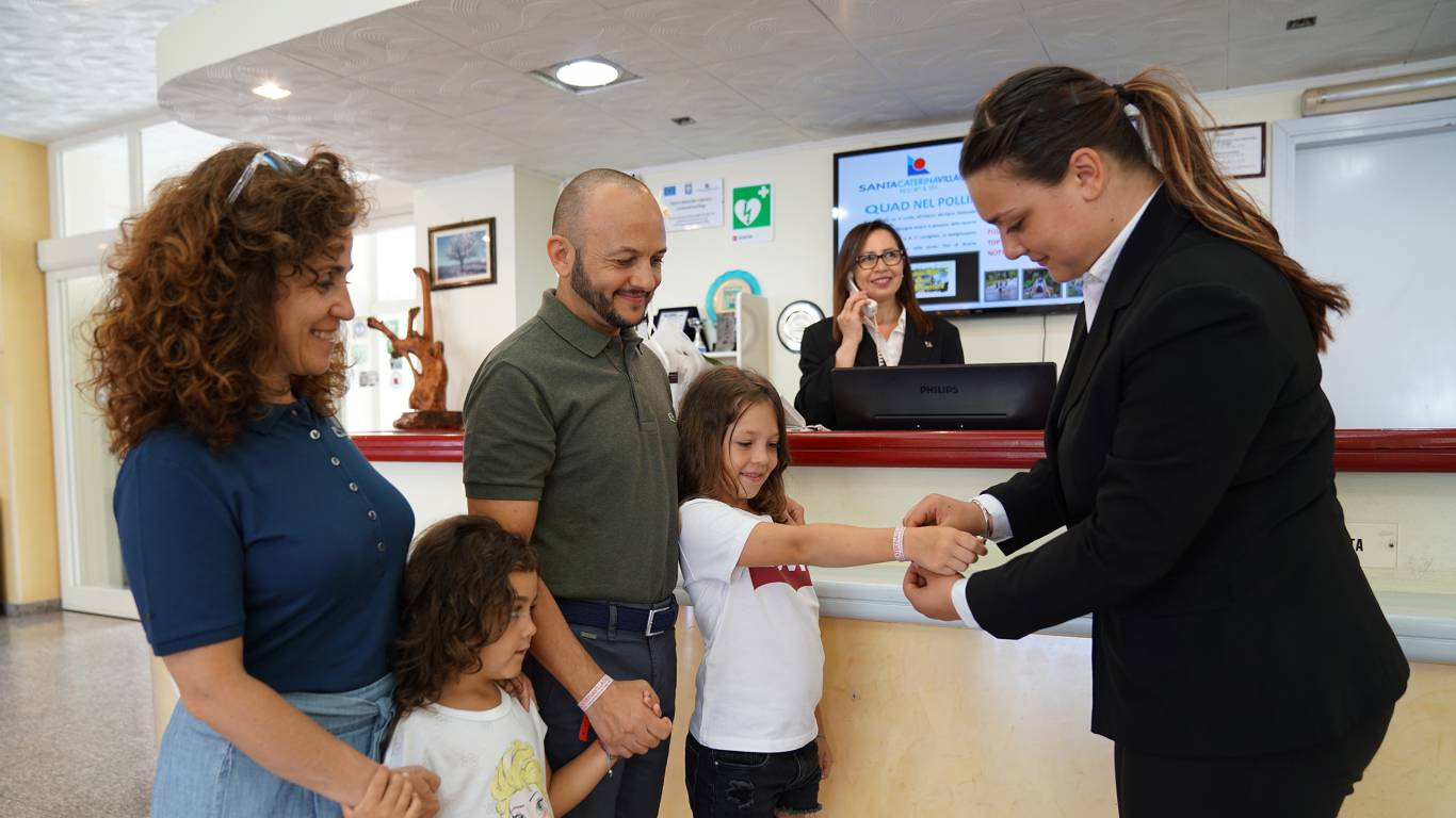Santa-Caterina-Village-Scalea-прием-семья-секретарша-2-DSC01971