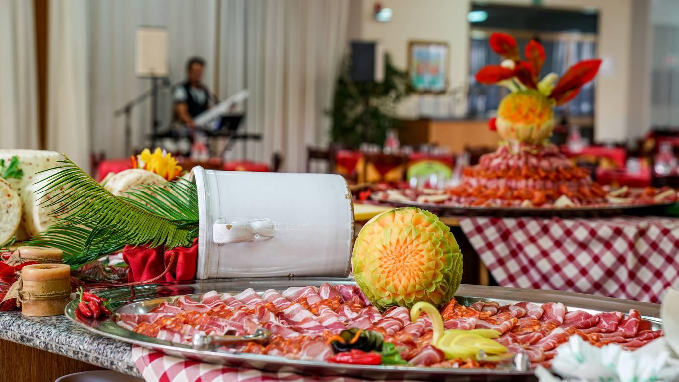 Santa-Caterina-Village-Scalea-restaurant-charcuterie-buffet-DSC02270