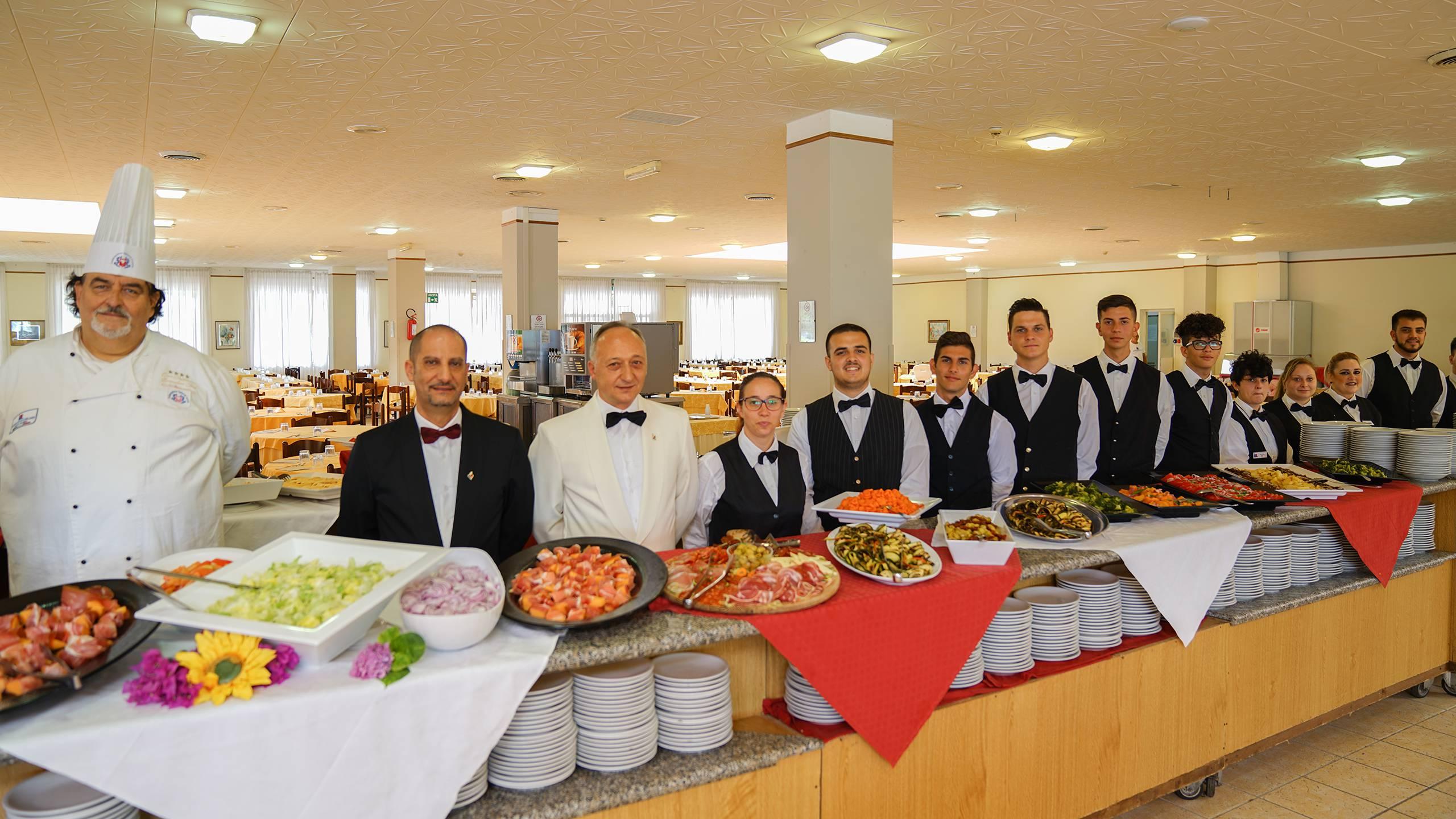 Santa-Caterina-Village-Scalea-restaurant-personnel-de-cuisine-2-DSC00258