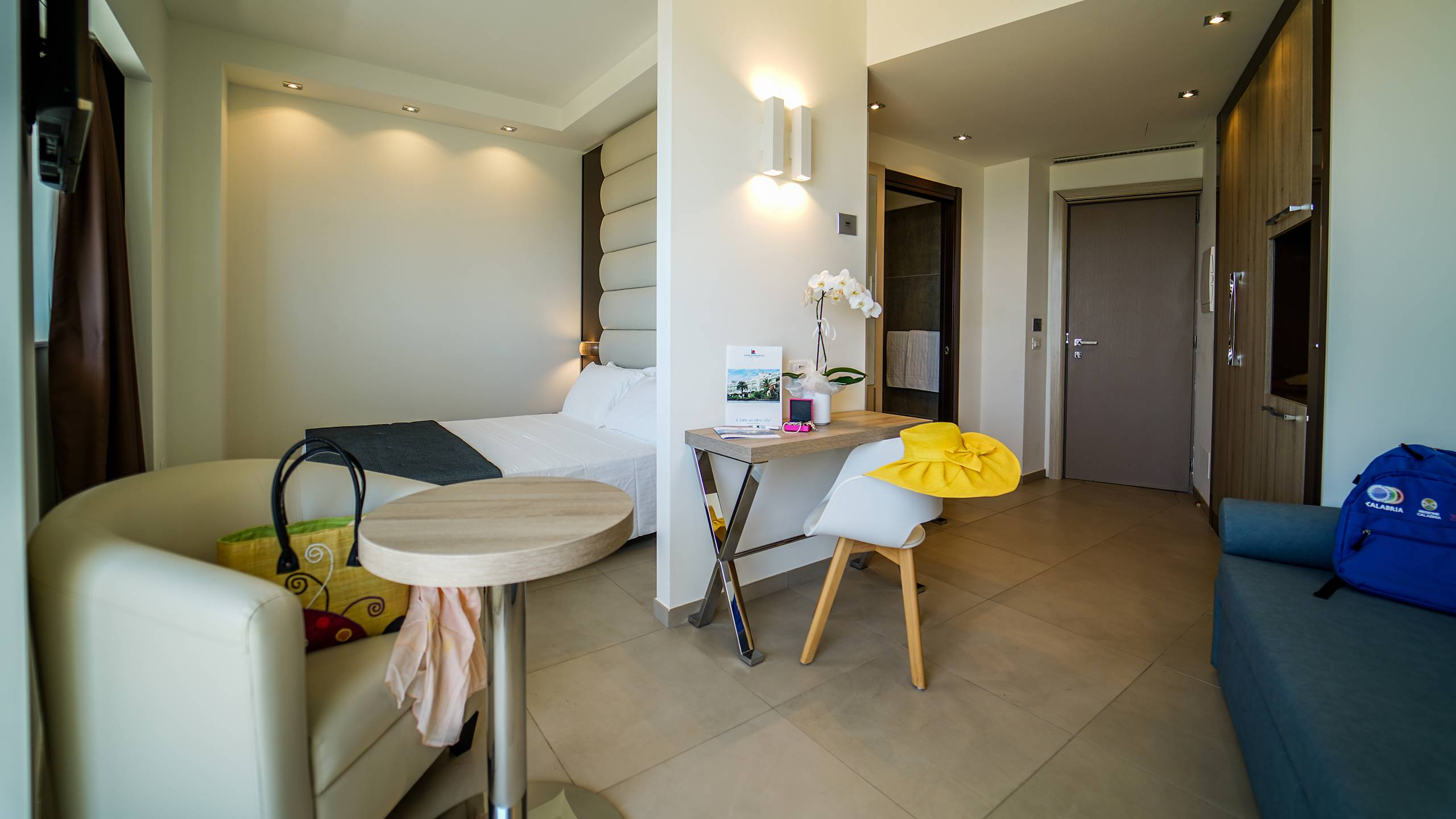 Santa-Caterina-Village-Scalea-junior-suite-салон-DSC09028