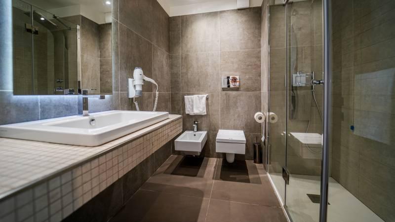 Santa-Caterina-Village-Scalea-junior-suite-туалет-душ-2-DSC09073